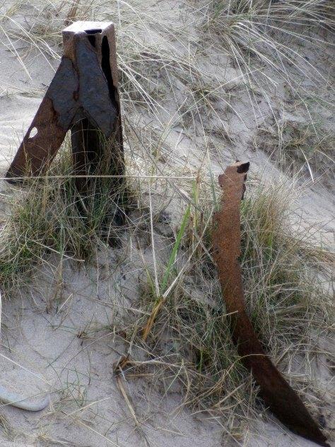 Metal sand dunes